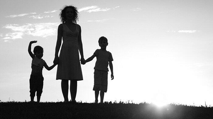 Penghasilan Ibu dan Anak Keluarga di Jepang Hanya Separuh dari Tahun Lalu