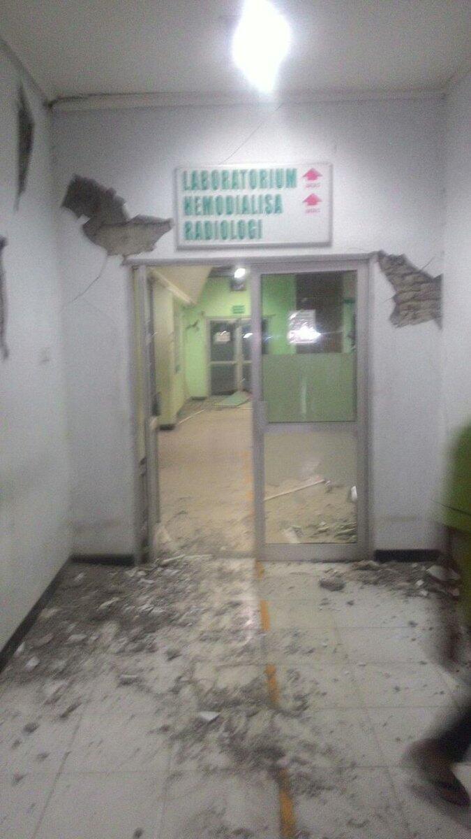 Dinding Bangunan Rumah Sakit Ini Alami Retak-retak