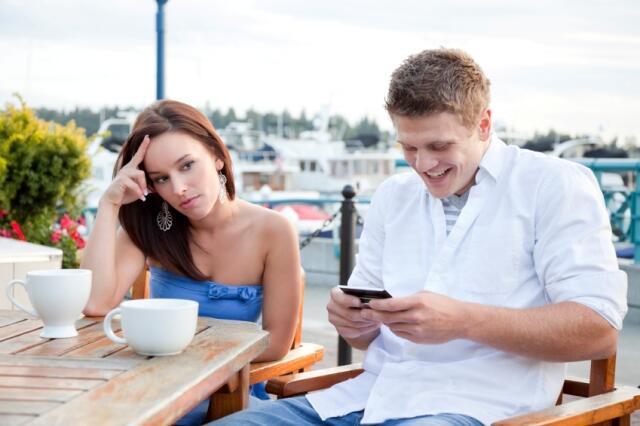 Pacaran Sama Smartphone Atau Orang?