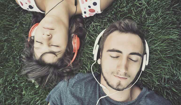 10 Lagu Tentang Friendzone yang Bisa Bikin Agan-Sista Baper