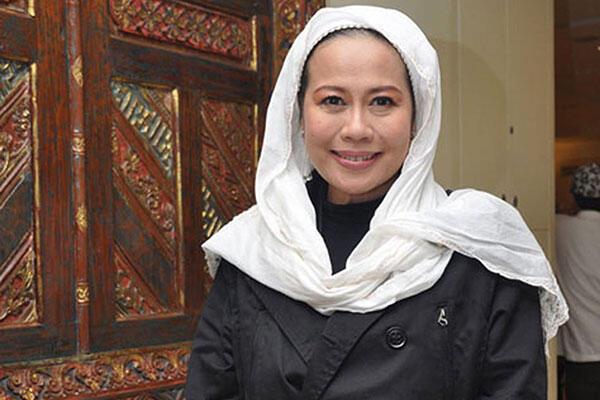 Dewi Yull Ajak Belajar Bahasa Isyarat