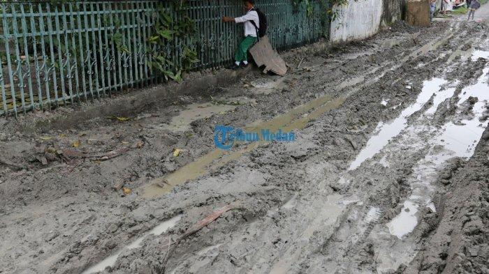 Jalan Ceret Kondisinya Tak Ubahnya Arena Off Road
