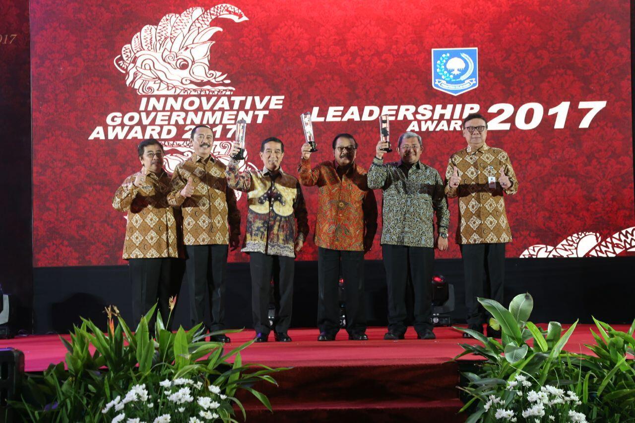 Kemendagri Berikan Leadership Award kepada Sejumlah Kepala Daerah