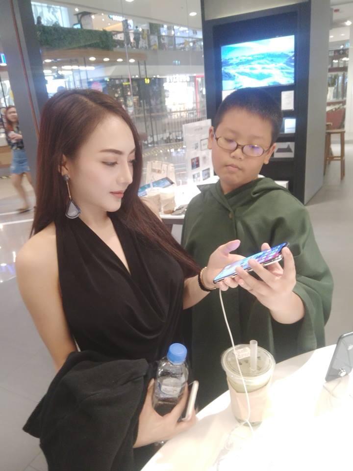 Bocah 10 Tahun Ini Kencan Dengan Model Cantik Dan Seksi Asal Thailand