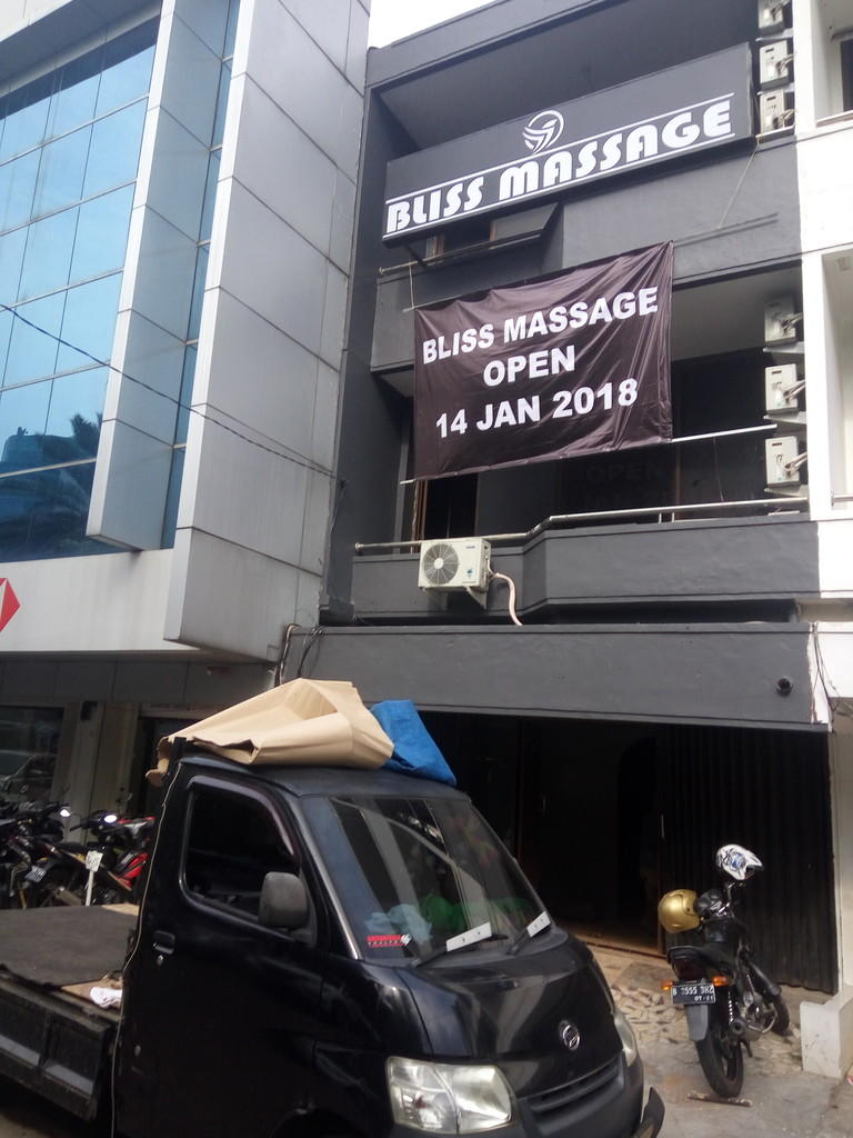 *NEW* BLISS MASSAGE (BM+BJ) GREENGARDEN, DEPAN HALTE BUSWAY KEDOYA, JAKARTA BRT
