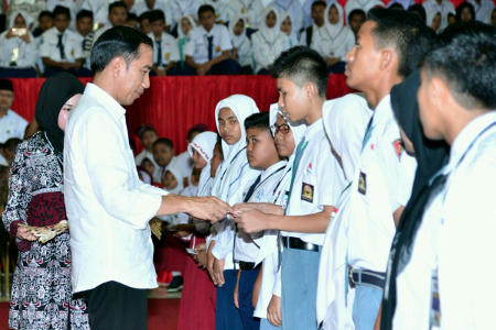 Presiden Jokowi Ingin Semua Anak Indonesia Bersekolah