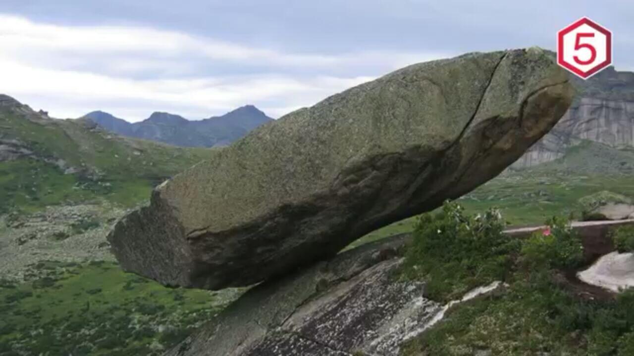 5 Batu Ajaib Yang Melawan Hukum Gravitasi Bumi!