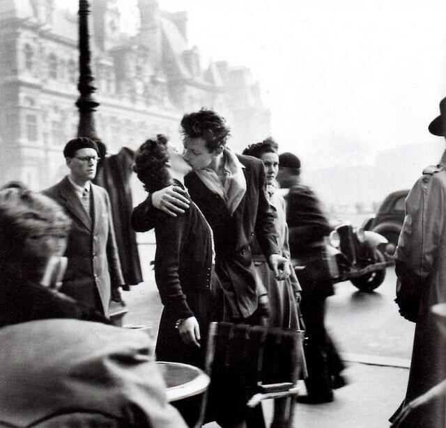 5 Foto Ciuman Paling Terkenal Yang Bakal Membuat Jomblo Jadi Iri