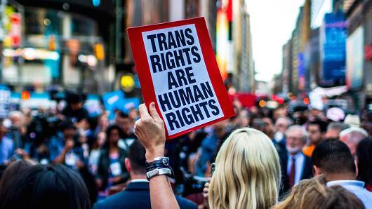Presiden Donald Trump Mengeluarkan Perintah yang Melarang Tentara Transgender