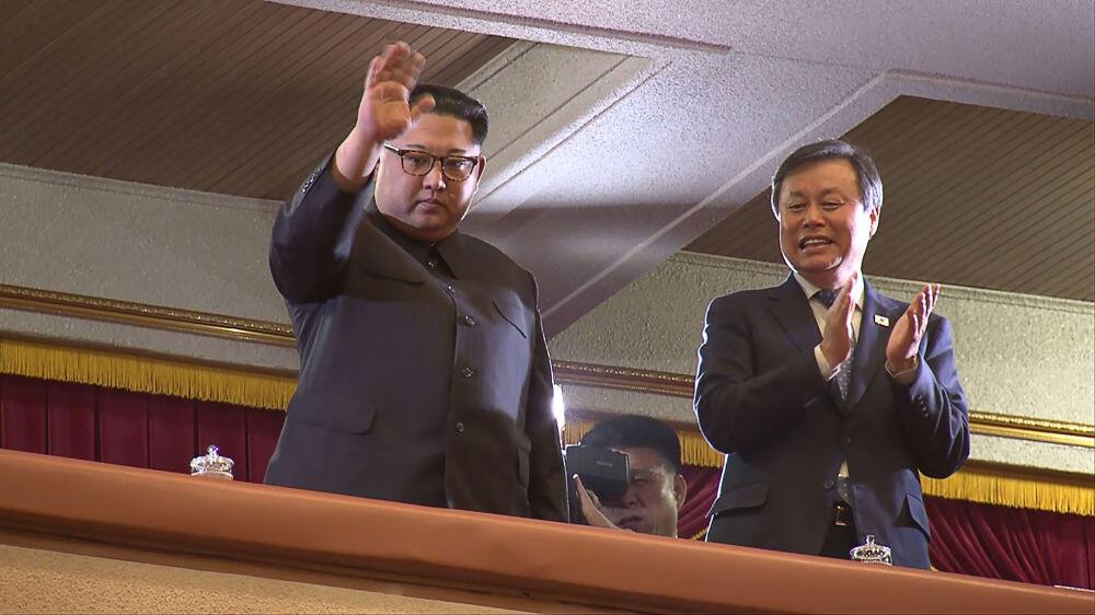 Lihat Ekspresi Kim Jong Un Nonton Girlband KPop di Korea Utara