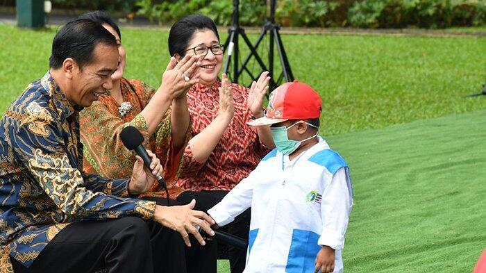 Jokowi Tersenyum ketika Peserta Konvensi Nasional Teriakkan 'Pak Jokowi Dua Periode'