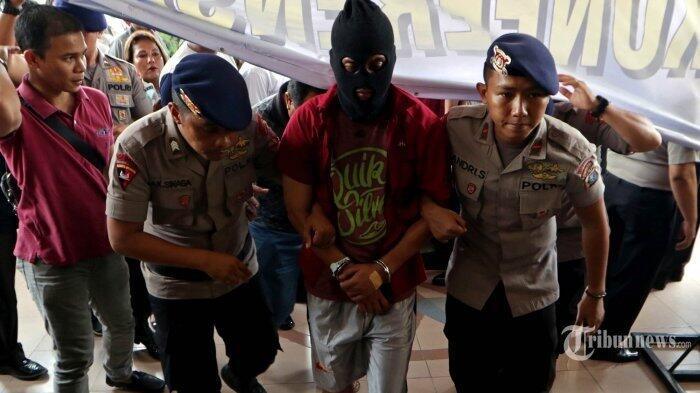 Kompol Fahrizal Terlihat Linglung Usai Melakukan Aksi Penembakan