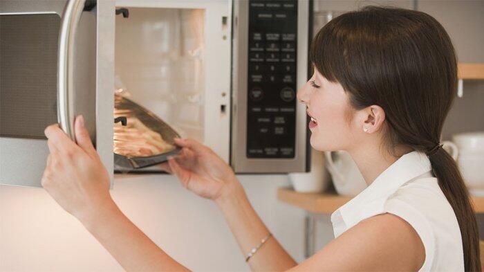 10 Hal Ini Tak Boleh Dimasukkan ke Dalam Microwave, Berbahaya!