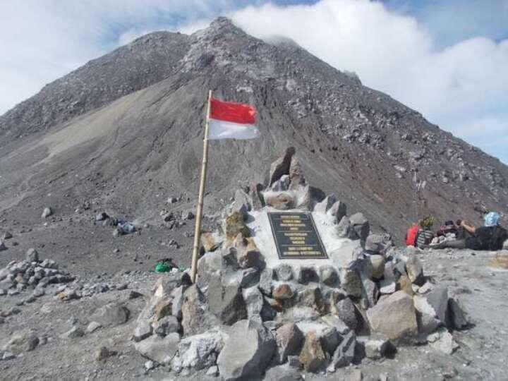 Misteri 7 Pasar Gaib di Gunung Indonesia Ini Bikin Kaki Kamu Lemas Melangkah!