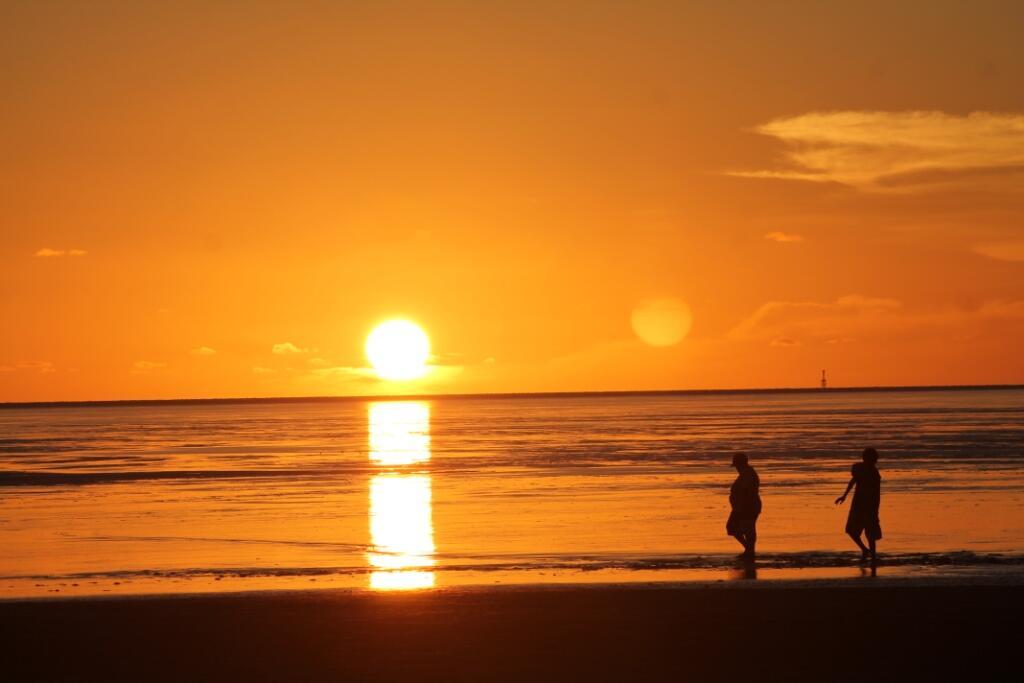 Kesempurnaan Sunset di Pantai Merauke, Tenggelam di Laut Arafura