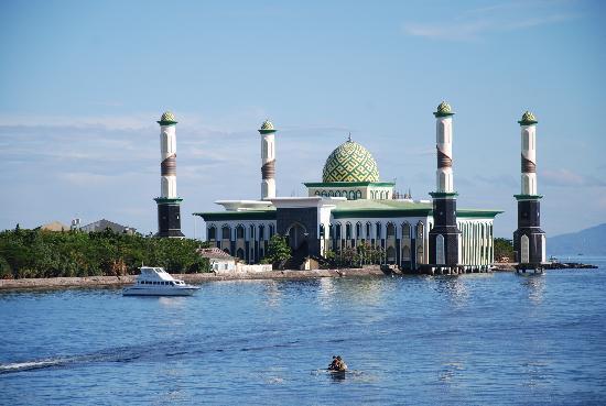 Unik, Ternyata ada Loh Masjid Terapung di Indonesia
