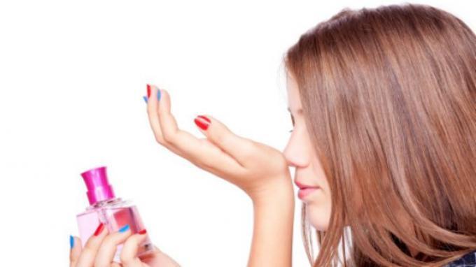 Ingin Parfum Anda Tak Cepat Menguap dan Wanginya Terkunci di Tubuh Anda? Ini Triknya