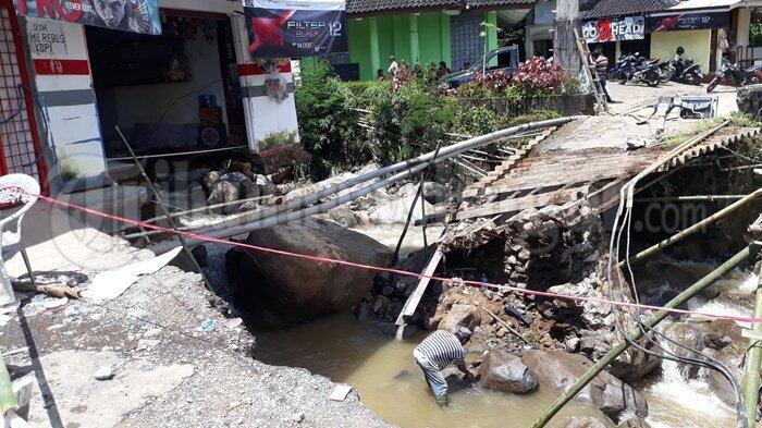 Jembatan Ambruk di Puncak Bogor, Aktivitas Warga di Kampung Batu Kasur Lumpuh