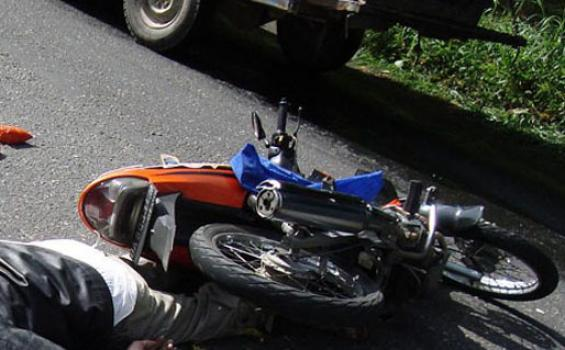 Dua Orang Tewas Tertabrak Truk Tronton di Tanjung Morawa