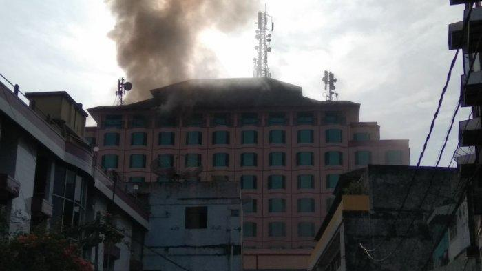 Aminah Selamatkan Diri Lewat Tangga Darurat saat Hotel Novita Jambi Terbakar