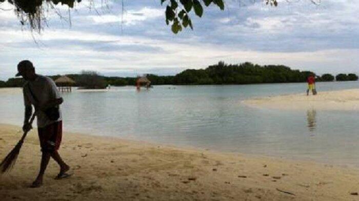 Pulau Pari Tercemar Tumpahan Minyak, Ini Kata Sandiaga