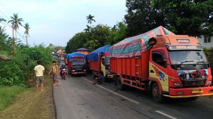 Jalan Lintas Tengah Sumatera Macet Sepanjang 4 Km