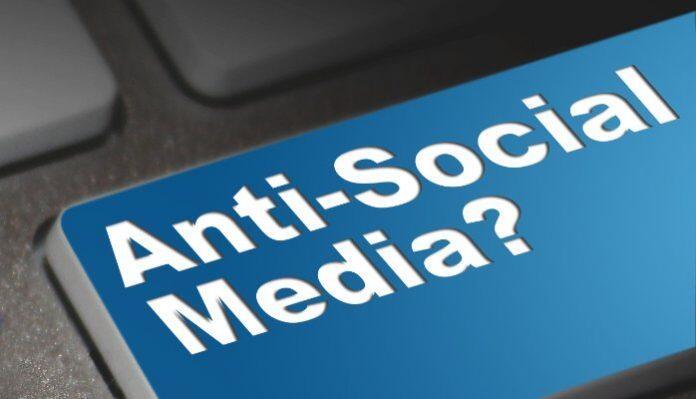 Penggunaan Internet yang berlebihan Akan Memicu rasa Kesepian