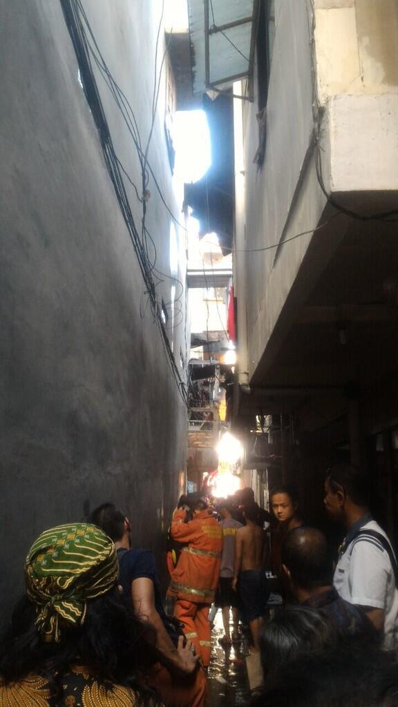 Kebakaran Pejagalan, Suku Dinas Sosial Jakarta Utara Distribusikan Bantuan