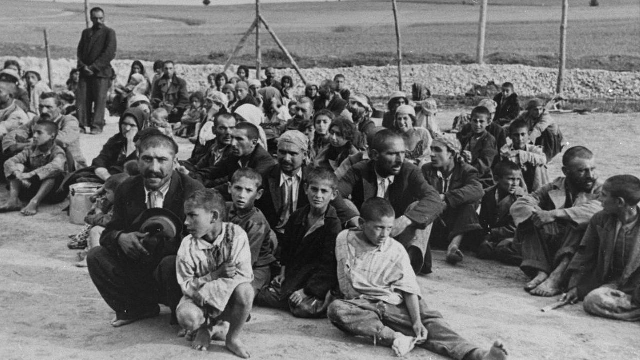 Bisa Meramal hingga Diburu Nazi, Ini 6 Fakta Menarik Kaum Gipsi