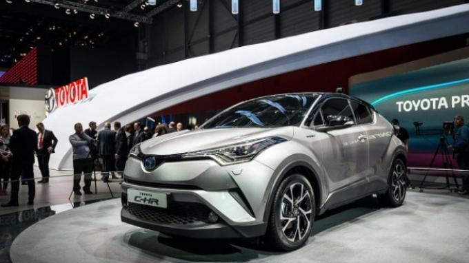 Beda Warna, Harga Toyota C-HR Juga Beda