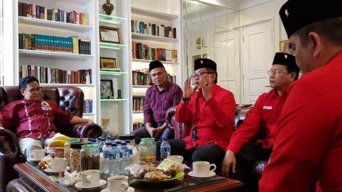 Ditanya Cak Imin Jadi Cawapres Jokowi? Hasto: Kita Ngobrol Dulu dengan Bu Mega