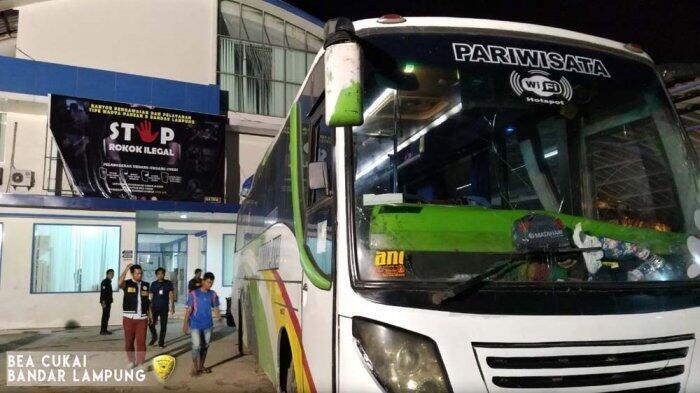 Duh, Bus Ini Ketahuan Bawa 1,4 Juta Rokok Ilegal