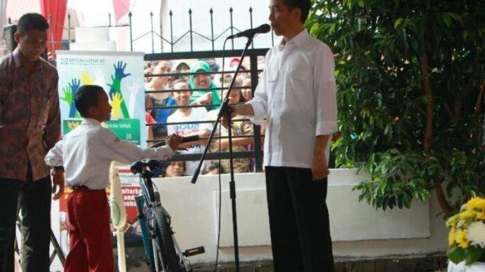 Jokowi Akan Ikuti Larangan Bawaslu Bagi-bagi Sepeda kepada Warga