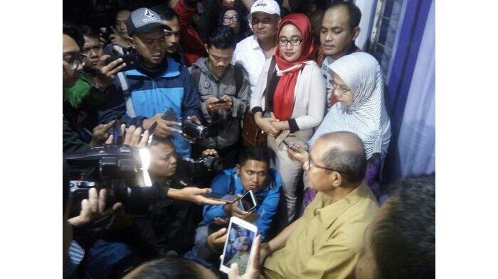 Bupati Bandung Barat Bantah Ditangkap Tangan KPK