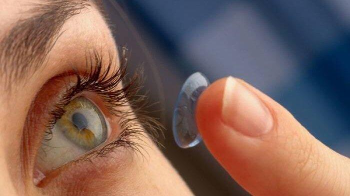 4 Kesalahan Pengguna Softlens yang Bikin Mata Infeksi