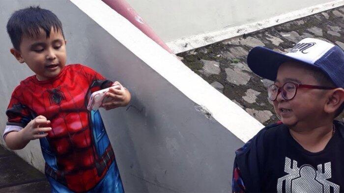 Gak Bisa Diam, Anak Daus Mini Punya Koleksi Baju Lebih Banyak Dari Ayahnya