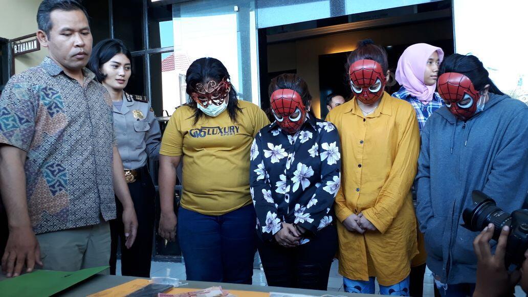 Polresta Surabaya Tangkap Muncikari yang Jajakan Wanita Muda di Hotel