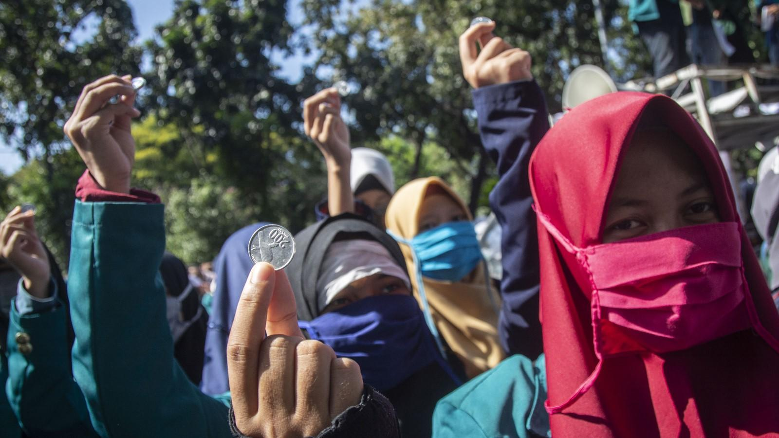 Zaadit Taqwa dan Mahasiswa Kritik Jokowi soal BBM hingga UU ITE