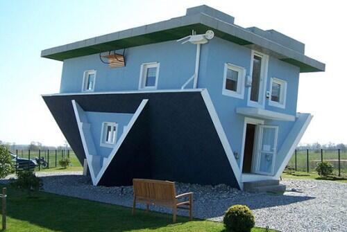 rumah ini ternyanyata memiliki bentuk bentuk dan disain yang sangat unik dan menarik