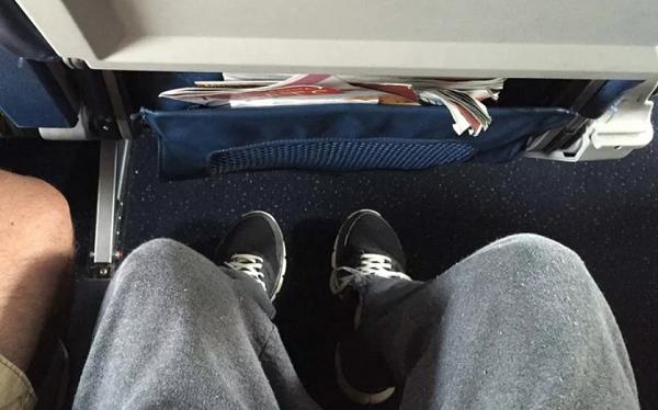 Cara Ampuh Supaya Bisa Tidur Nyenyak di Pesawat