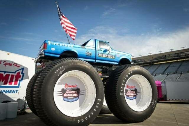 Truk Paling Gokil! 'Modified BigFoot Trucks' Kendaraan dengan Ban Unik dan Terbesar