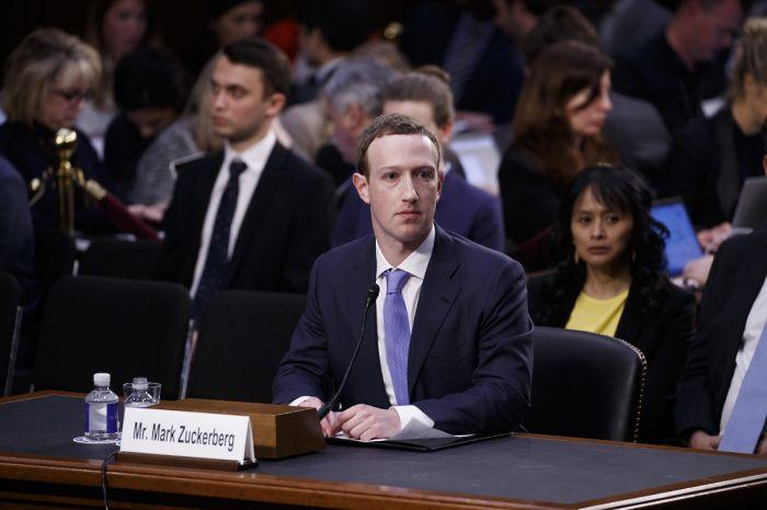 Permintaan maaf Zuckerberg dan celah keamanan Facebook