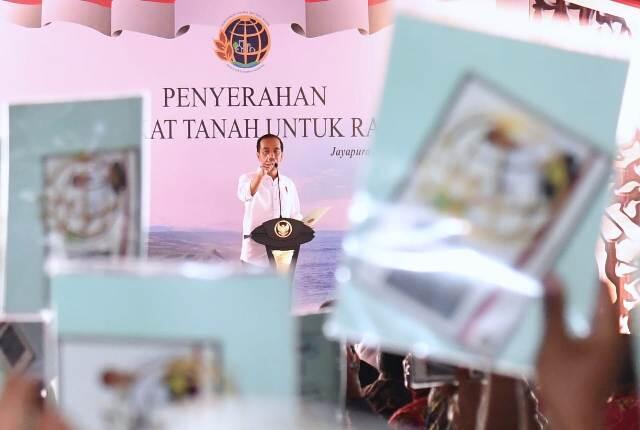 Presiden Serahkan 3.331 Sertifikat Tanah di Papua