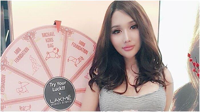 Pose Lucinta Luna Bikin Netizen Salah Fokus, Disebut Kayak Terbang !