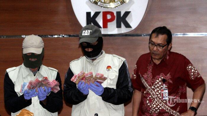 Bupati Bandung Barat 'Palak' SKPD Untuk Biaya Survei Istrinya Maju Pilkada