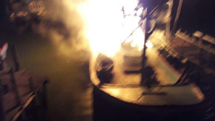 Kapal Titipan BNN di TPI Pusong Lhokseumawe Terbakar