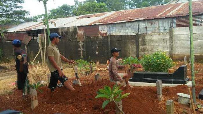 Meninggal 7 Bulan Lalu, Makam Mantan Sopir Bupati Dibongkar