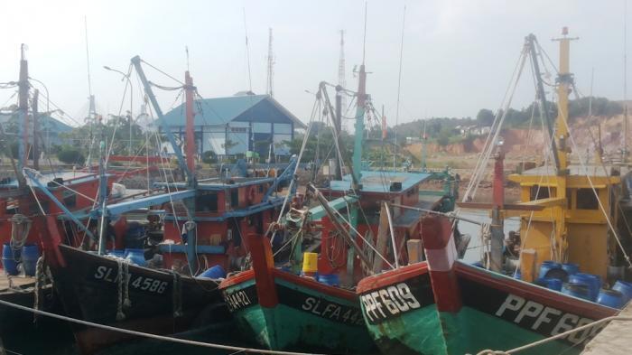 KP Hiu Macan Tutul 001 Tangkap 2 KIA Ilegal Filipina di Perairan Sulawesi