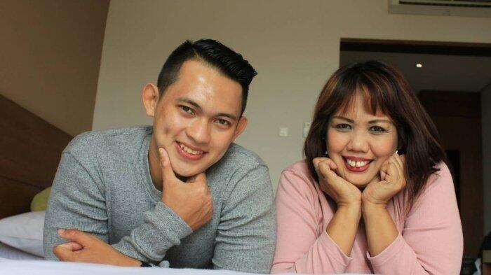 Netizen Temukan Kejanggalan pada Undangan Pernikahan Ely Sugigi dan Irfan Sebastian