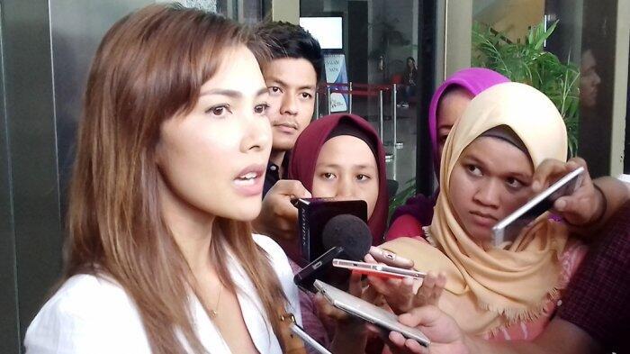 Di Gedung KPK, Nadia Mulya Luapkan Unek-unek Harus Terpisah Lama Dengan Sang Ayah